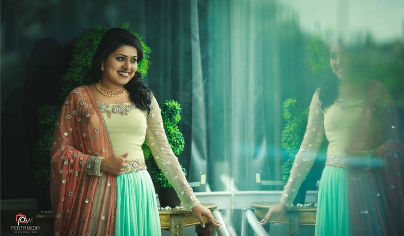 mirror-reflection-wedding-bride